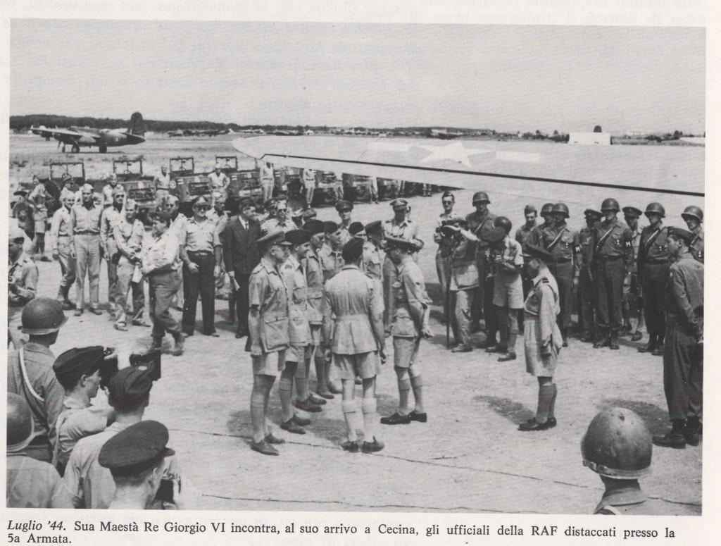 Giorgio VI incontra gli Ufficiali RAF a Cecina
